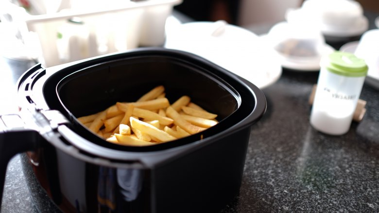 how do you cook frozen french fries in an air fryer